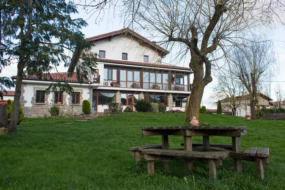 Vista de la casa desde la zona barbacoa